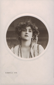 """Gabrielle Ray as """"Frou Frou"""" in """"The Merry Widow"""" 1907 (Rotary P 1659 E)"""